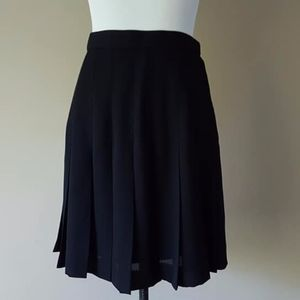 Pleated Skirt Size 4 Side Zipper Black